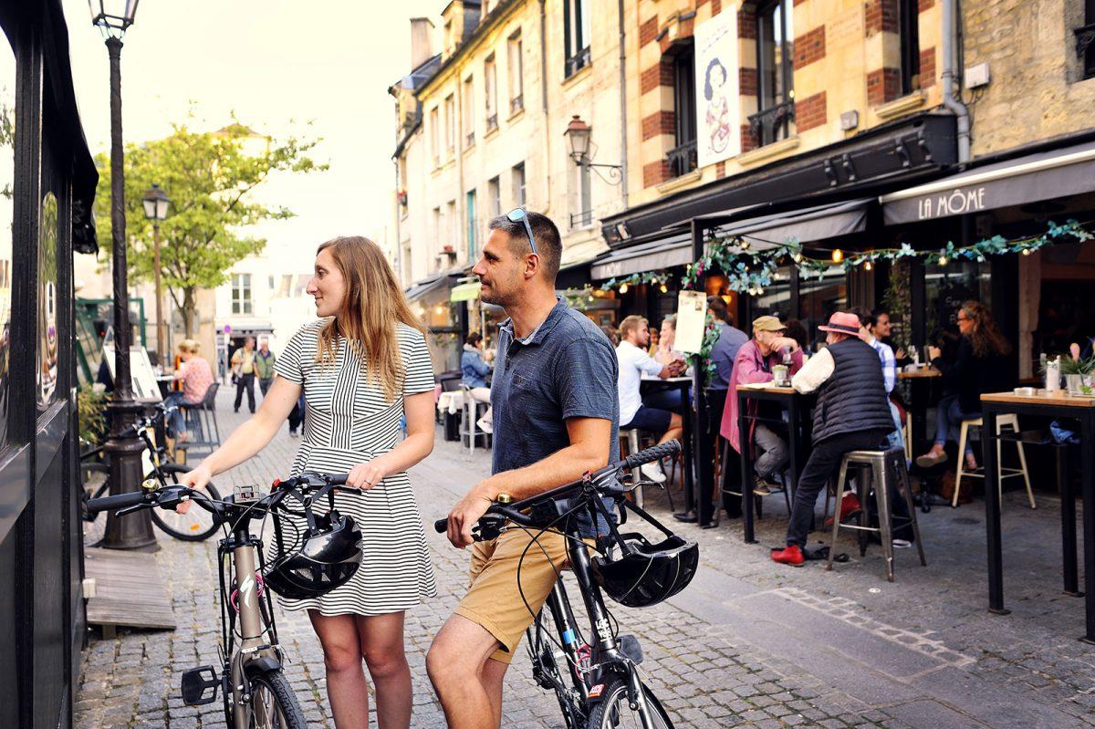 Couple sur l'itinéraire de la vélo Francette