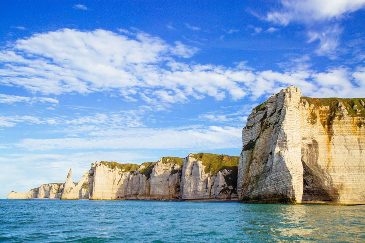 Les falaises d'Etretat depuis la mer