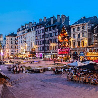 La Normandia by night