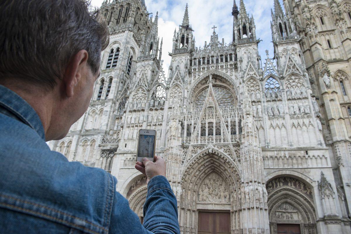 Cathédrale de Rouen photographiée par un touriste
