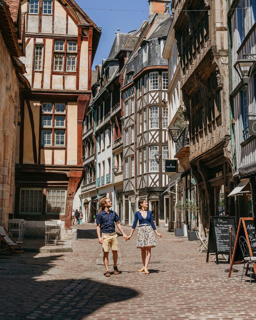 Per le strade di Rouen, con le case a graticcio
